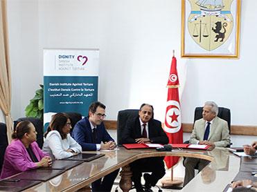 Cérémonie Officielle de signature du  protocole d'entente entre Le Ministère  des Affaires sociales et l'Institut  Tunisien de Réhabilitation des  Survivants de la Torture